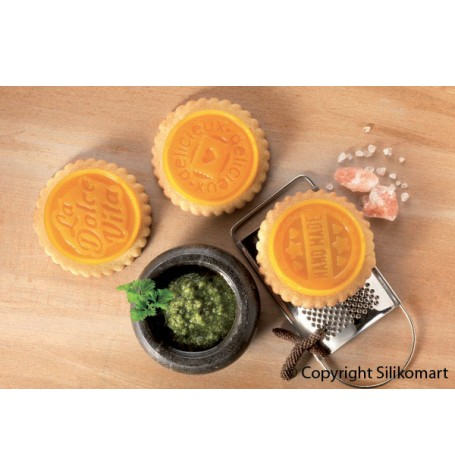 Cookie cutter and Round Chocolate Set from Silikomart